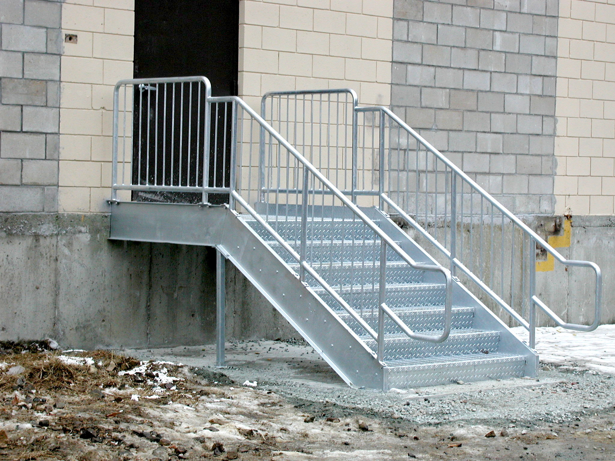 Attirant Galvanized Stairs With OSHA Compliant Handrails